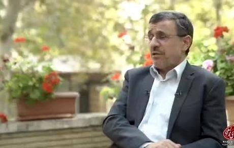 احمدینژاد: نباید پرچم آمریکا را آتش بزنیم
