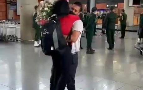 فرزانه فصیحی در آغوش همسرش+فیلم