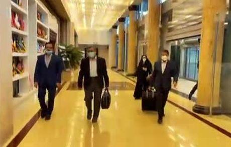 فیلم منتشرشده از احمدی نژاد و همسرش قبل از ترک ایران