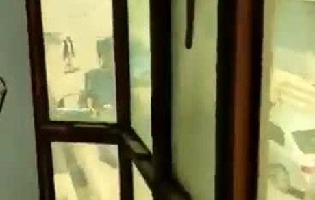 جوانان افغانستانی دستبسته در صندوق عقب ماشینهای طالبان!