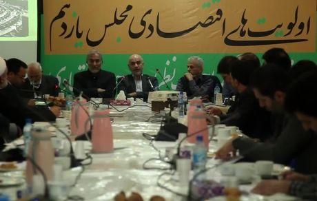 اقتصاد ایران در آستانه پرتگاه است