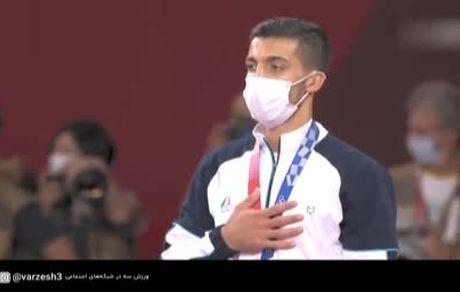 اهدای مدال طلای محمدرضا گرایی وزن ۶۷ کیلو کشتی فرنگی