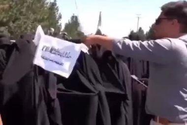 زنان حامی طالبان تظاهرات کردند